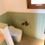 自然素材と新建材の違いを、自社のトイレを参考に比較してみましたよ~。